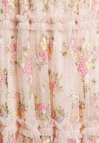 Needle & Thread - EMMA DITSY MINI DRESS - Koktejlové šaty/ šaty na párty - strawberry icing - 7