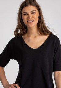 Lanius - Basic T-shirt - black - 3