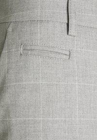 Les Deux - COMO CHECK SUIT PANTS - Trousers - grey melange/offwhite - 6