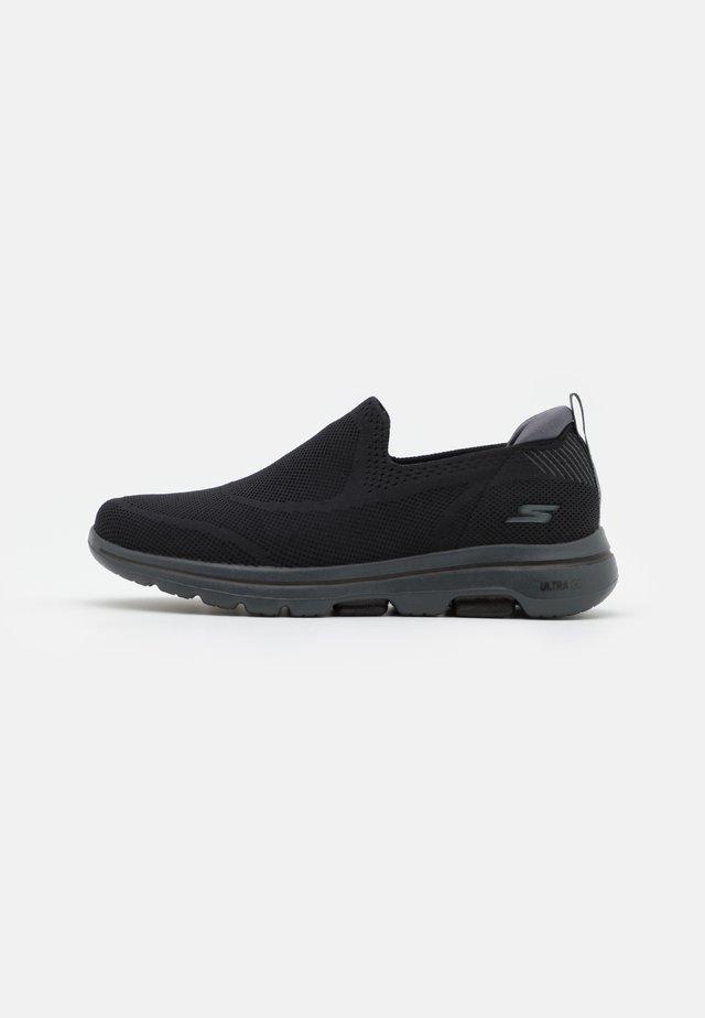 GO WALK 5 - Chaussures de course - black/teal