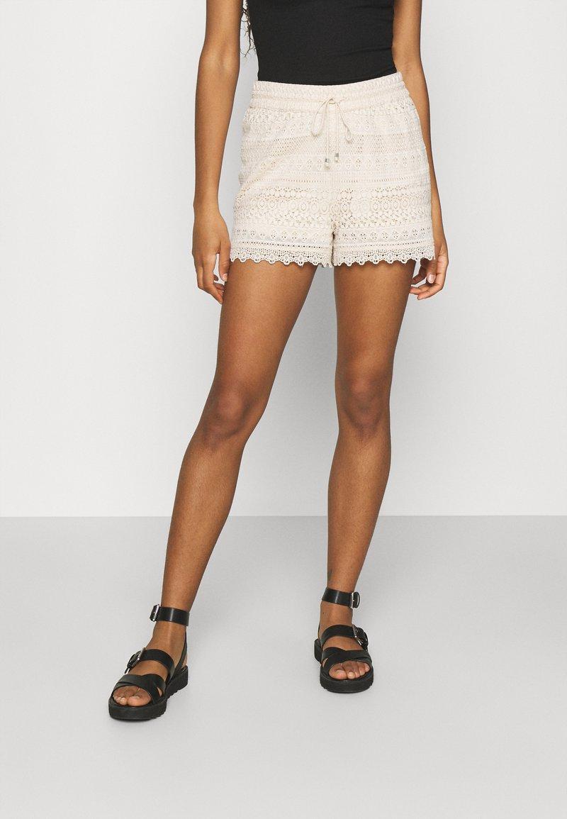 Vero Moda - VMHONEY - Shorts - sandshell