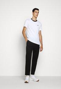EA7 Emporio Armani - TEE COLLAR LOGO - T-shirts print - white - 1