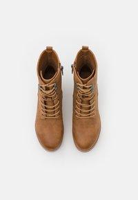 mtng - EMELINE - Šněrovací kotníkové boty - brown - 5