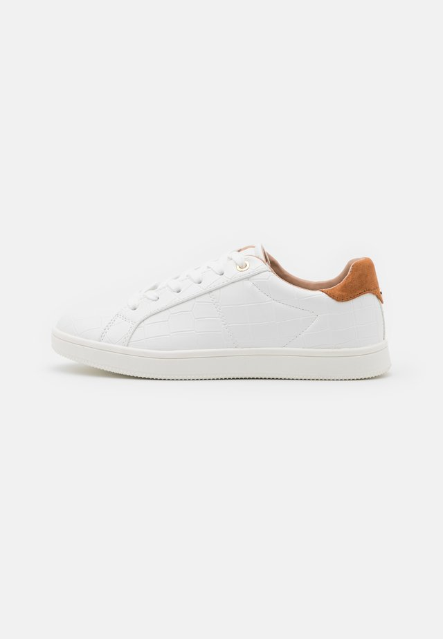 ONLSHILO CROC  - Sneakersy niskie - white