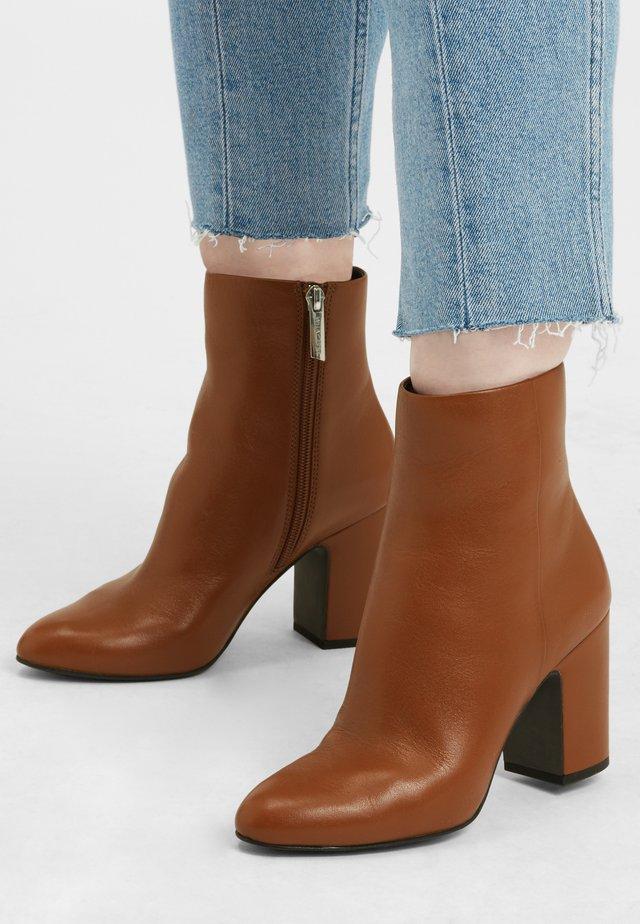 Korte laarzen - cognacbraun