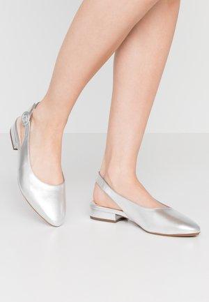 WIDE FIT FASELLE - Slingback ballet pumps - silber