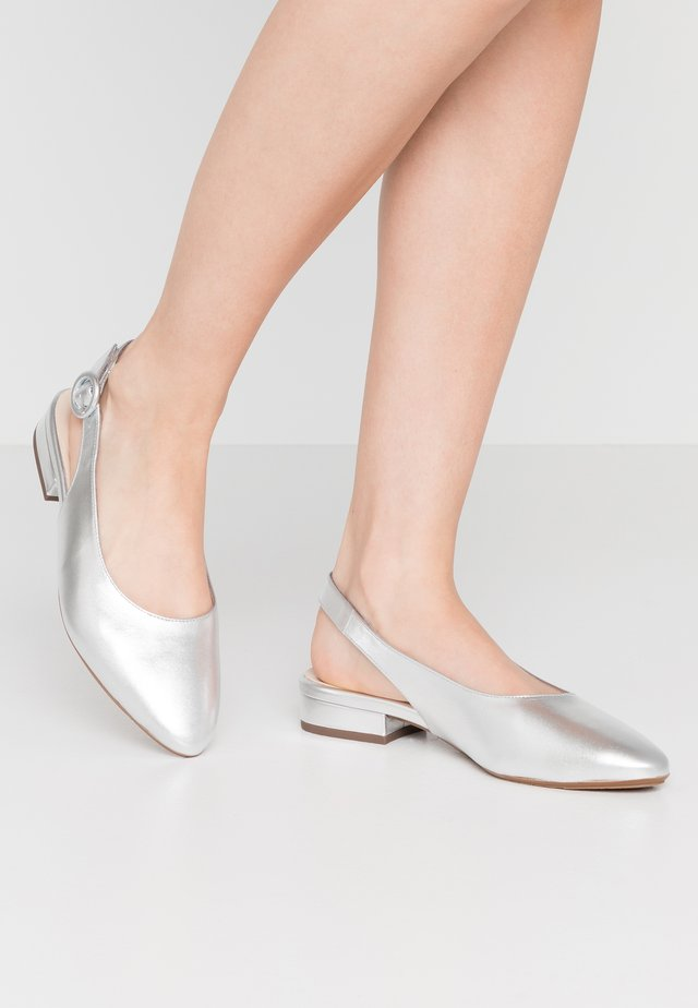 WIDE FIT FASELLE - Slingback ballet pumps - silber