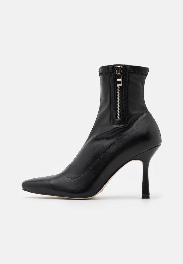 RUBINA - Støvletter - black