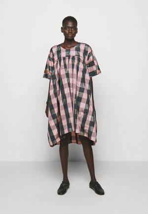 LAVA DRESS - Denní šaty - rose
