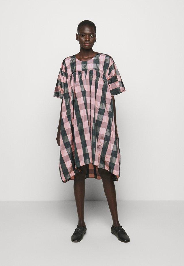 LAVA DRESS - Day dress - rose