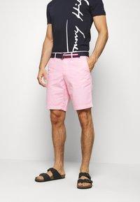 Tommy Hilfiger - BROOKLYN LIGHT BELT - Shorts - pink - 0