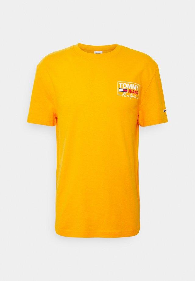 SCRIPT BOX BACK LOGO TEE UNISEX - T-shirt imprimé - florida orange