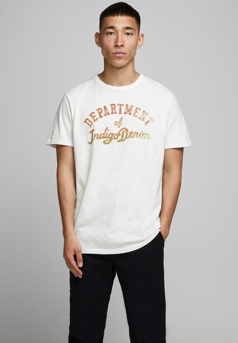 Jack & Jones PREMIUM - T-shirt med print - cloud dancer