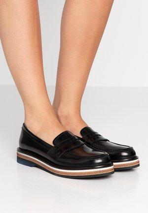 Nazouvací boty - chester nero