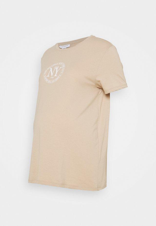 NY LOGO TEE - Printtipaita - beige