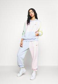 Nike Sportswear - HOODIE - Luvtröja - pink foam /hydrogen blue - 1