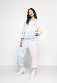 Nike Sportswear - HOODIE - Sweat à capuche - pink foam /hydrogen blue - 1
