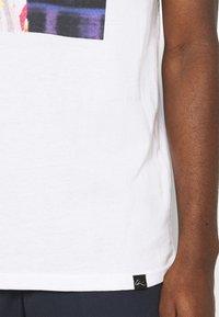 Chi Modu - BIGGIE - Print T-shirt - white - 6