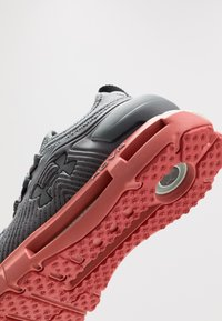 Under Armour - HOVR PHANTOM SE - Neutral running shoes - pitch gray/fractal pink - 5