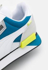 Puma - FUTURE RIDER GALAXY UNISEX - Sneakersy niskie - white/digital blue - 7