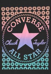 Converse - GRADIENT CHUCK PATCH  - T-shirt con stampa - black - 2