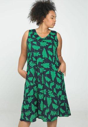 Day dress - green garden