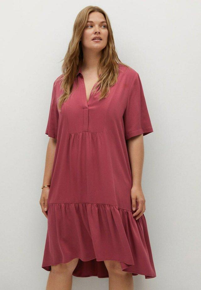 MIT VOLANT - Sukienka letnia - erdbeerrot