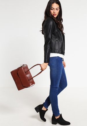 EMPRESS - Handbag - cognac