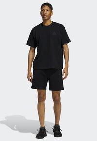 adidas Originals - PHARRELL TEE - T-shirt med print - black - 1