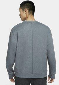 Nike Performance - DRY CREW RESTORE - Sweatshirt - iron grey/heather/black - 2