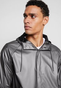 Rains - SHORT COAT - Regenjas - metallic charcoal - 6