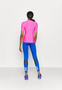 O'Neill - BIDART SKIN - Camiseta de lycra/neopreno - rosa shocking - 2