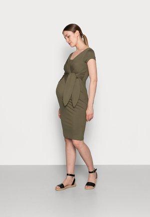HOLLY NEW II - Pouzdrové šaty - khaki