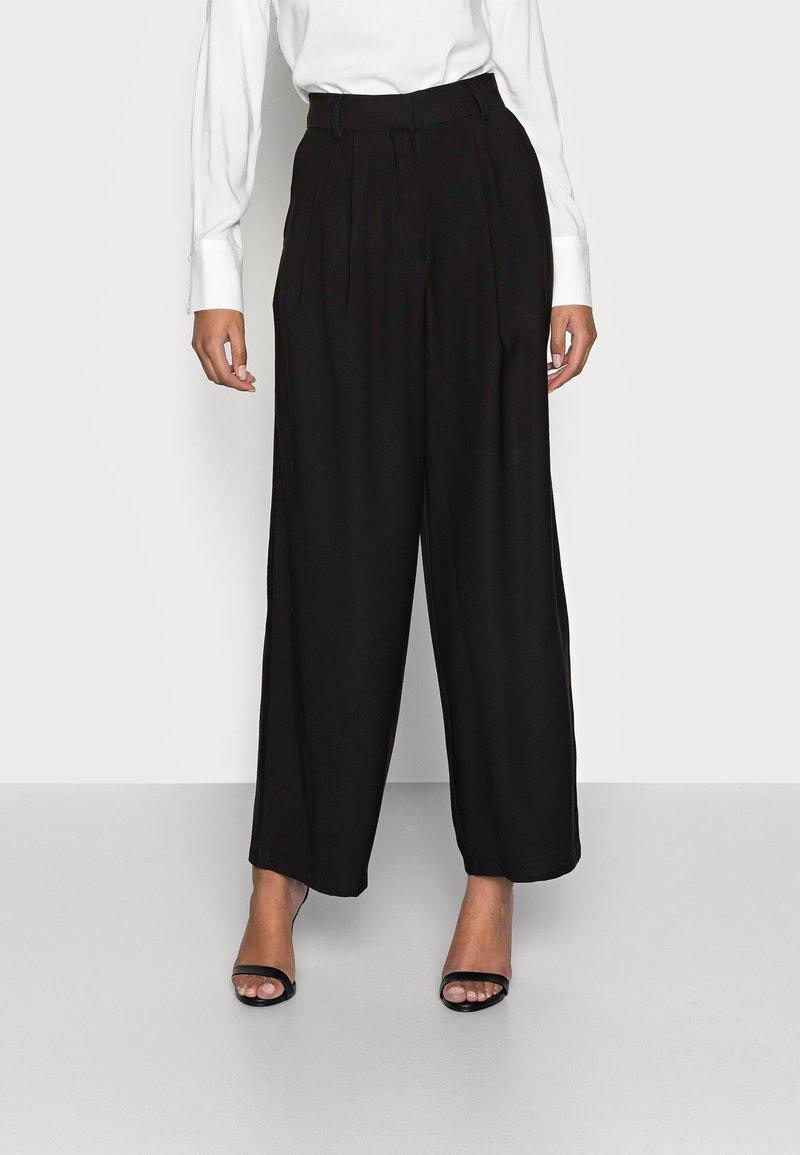 Anna Field Petite - Trousers - black