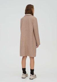 PULL&BEAR - Klasický kabát - rose gold - 1