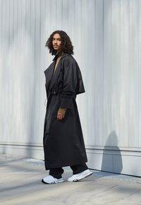 Nike Sportswear - AIR ZOOM TYPE - Trainers - white/black/pure platinum - 0