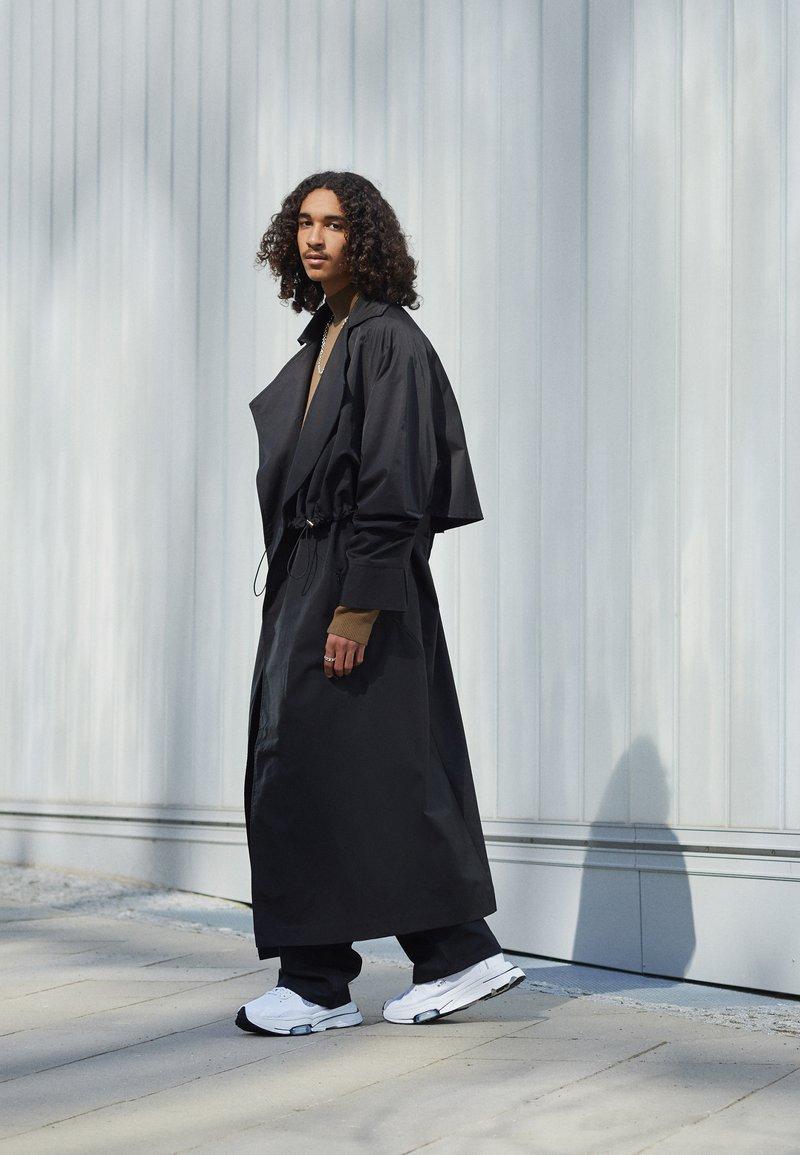 Nike Sportswear - AIR ZOOM TYPE - Trainers - white/black/pure platinum