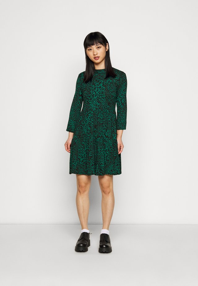 ANIMAL PRINT SMOCK DRESS - Korte jurk - green