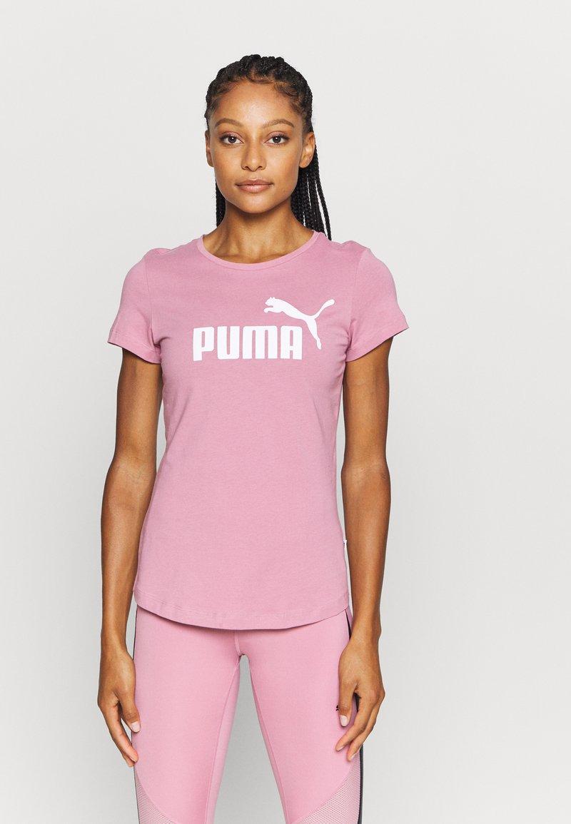 Puma - LOGO TEE - T-shirt con stampa - foxglove
