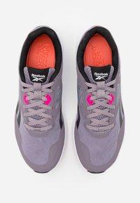Reebok - RUNNER 4.0 - Zapatillas de running neutras - gravity grey/black/proud pink - 3