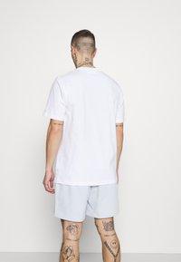 adidas Originals - T-shirt med print - white - 2