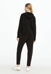 OYSHO - Pantalon de survêtement - black - 2