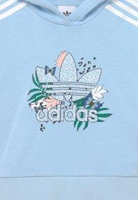 adidas Originals - CROP HOODIE - Felpa - clear sky - 2