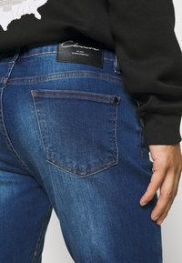 CLOSURE London - RIPPED SLIM FIT  - Slim fit jeans - blue - 3