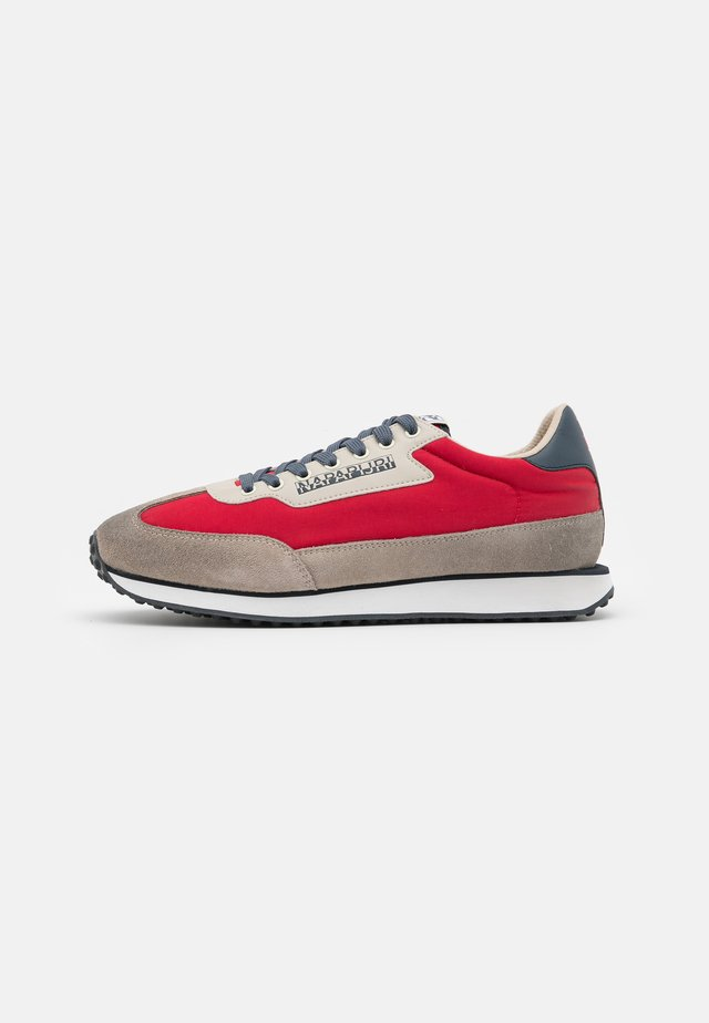 Sneakers laag - bright red