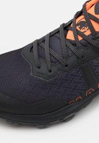 Mammut - SERTIG II LOW GTX - Hiking shoes - black/vibrant orange - 5