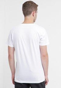 Selected Homme - SHPIMA NEW DAVE - Basic T-shirt - white - 4