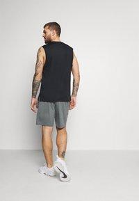 Nike Performance - YOGA - Urheilushortsit - smoke grey/iron grey/black - 2