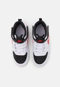 Nike Sportswear - COURT BOROUGH MID 2 UNISEX - Baskets montantes - white/universe red/black - 3