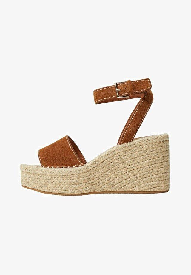 Sandalen met sleehak - middenbruin